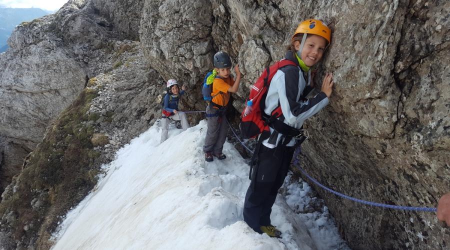 Varno v gore - ponekod je še sneg!
