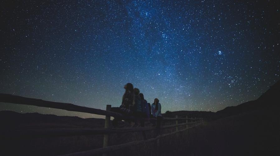 Poletni večeri pod zvezdami