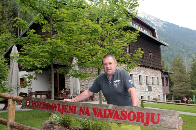 Naj planinska koča 2016 je Valvasorjev dom pod Stolom z gostoljubnim oskrbnikom in okusno hrano