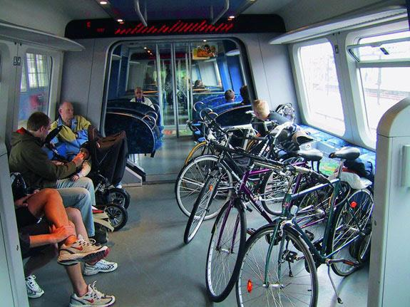 Trajnostna prometna politika za prenovo vlakov - za kolesarje in potnike s posebnimi potrebami