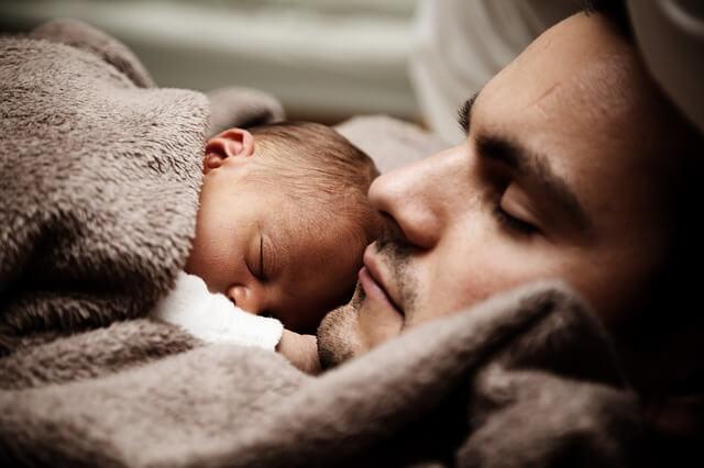 Spanje otrok: dejavniki, ki pripomorejo k boljšemu spancu otrok