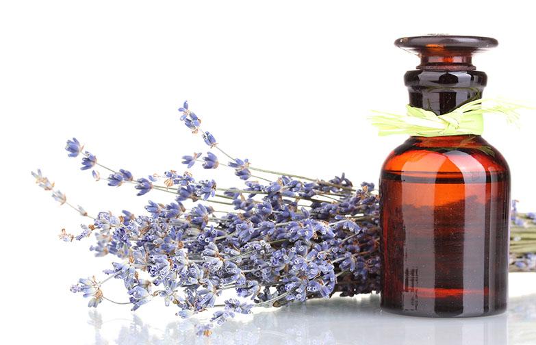 Domača masažna olja – 5 receptov za nego, sproščanje stresa in dobro počutje