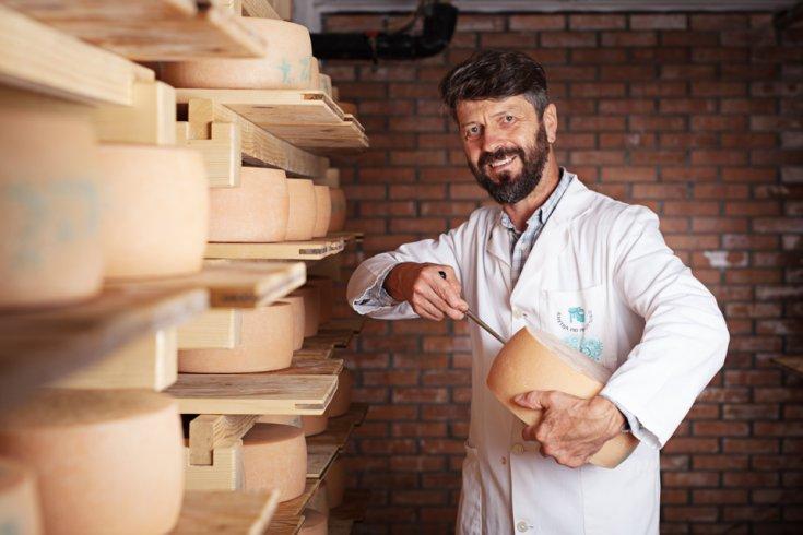 Srebrno priznanje na mednarodnem ocenjevanju sirov za sir Kozovč Kmetije pri Pustotniku iz Gorenje vasi