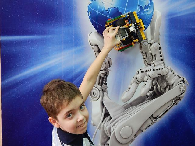 Dnevi računalništva v Polhovem Gradcu: pametni roboti in zanimive aplikacije