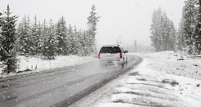 """Ministrstvo za infrastrukturo: """"Nov Pravilnik, sprejet lani, ni v ničemer poslabšal izvajanja zimske službe"""""""