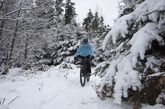 10. februarja je dan zimskega kolesarjenja