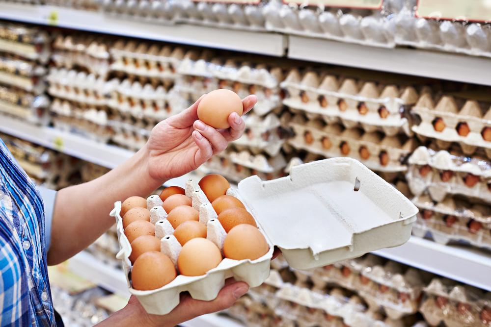 Večinoma jemo slovenska jajca iz baterijske reje