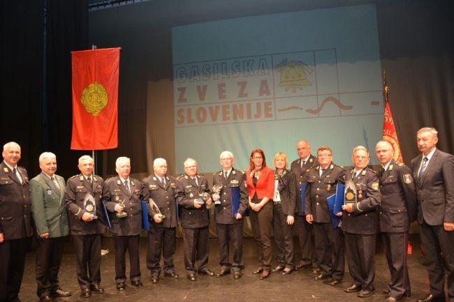 Ministrica za obrambo nagovorila gasilke in gasilce na Plenumu Gasilske zveze Slovenije v Majšperku