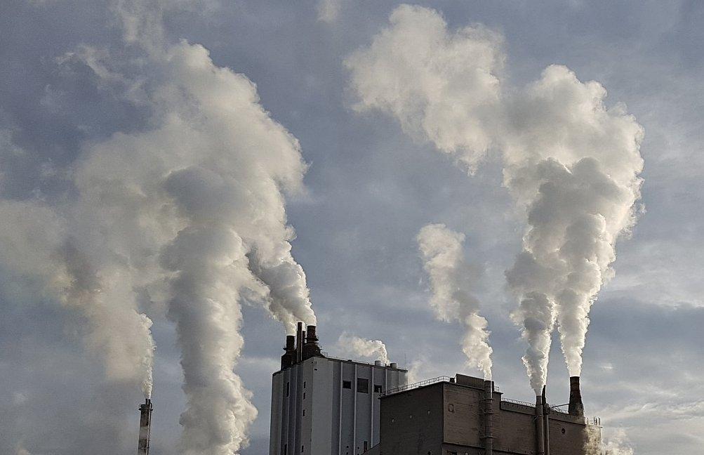 Slovenija lani tretja z največjim povečanjem CO2 emisij v EU