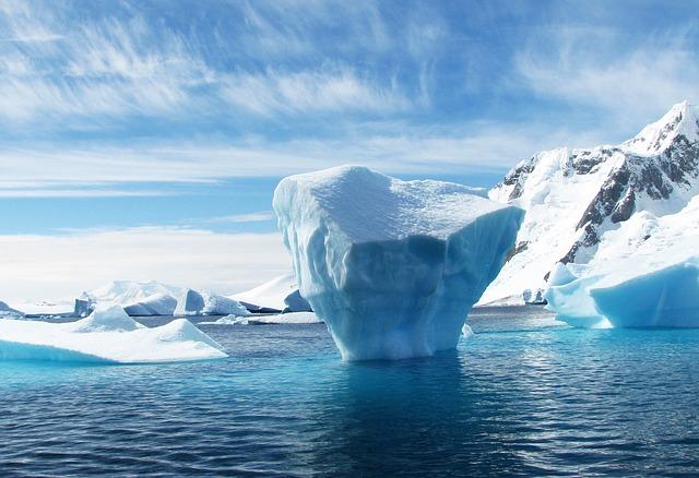 Znanstveniki opozarjajo na nevarne bakterije, ki so bile do zdaj skrite globoko v ledu