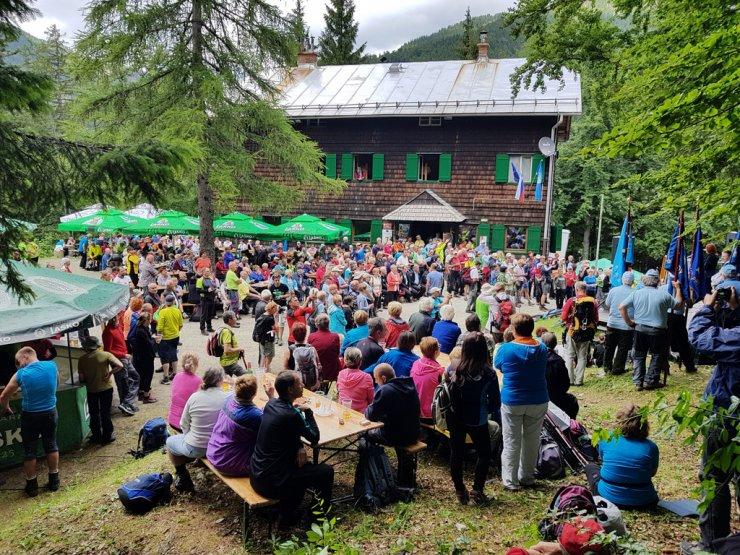 Planinski praznik pod Storžič privabil okoli 2000 planincev