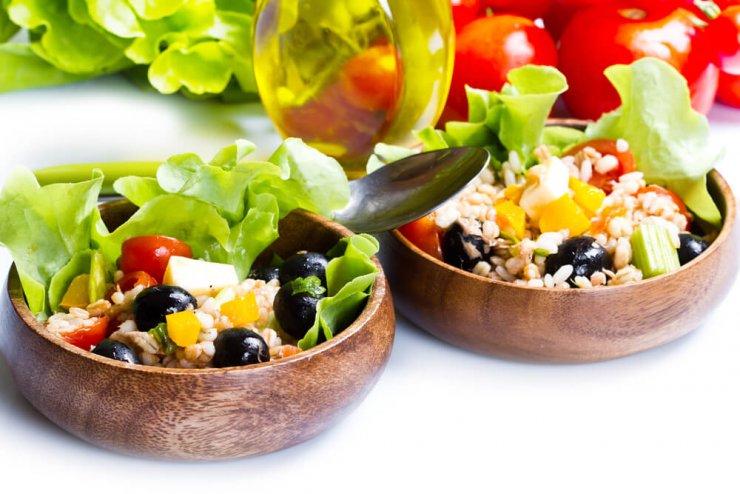 Enostavna in hranljiva solata iz pire