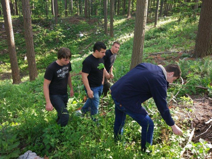 Študenti gozdarstva in lovstva VSŠ Postojna skupaj s predavatelji spoznavali rastišče slovenskih gozdov