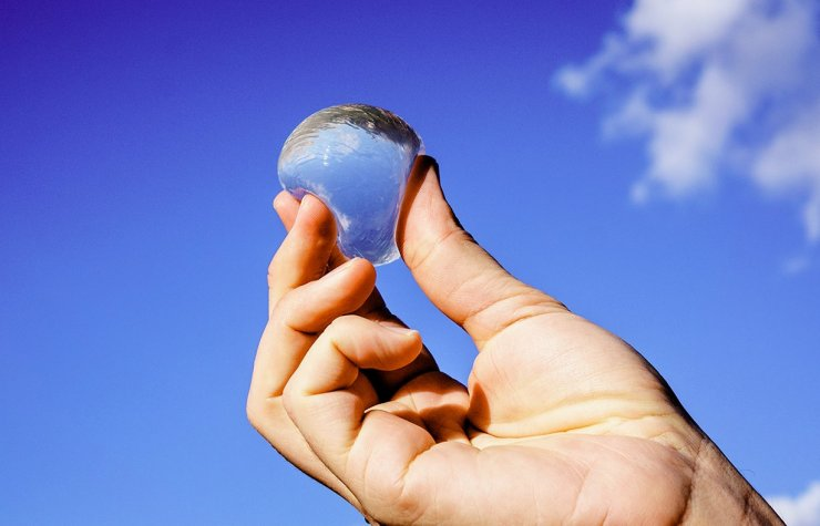 Užitna 'plastenka' Ohoo - voda, ki jo pojemo skupaj z embalažo!