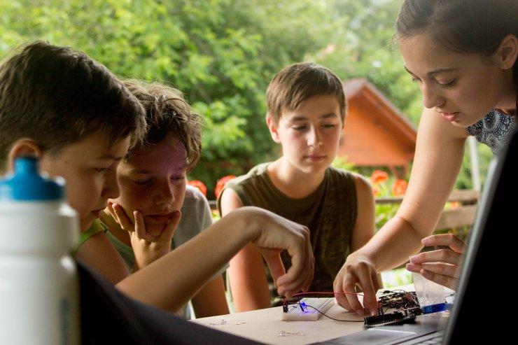 Zanimiv poletni tabor: Kako deluje sodobna tehnologija?