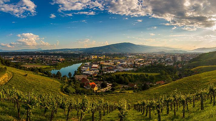 V Mariboru se obeta živahen konec tedna – okusi iz vsega sveta, kantavtorski festival, parada klobučkov, srednjeveška tržnica, judovska kultura, romantična glasba in dogajanje na Pohorju