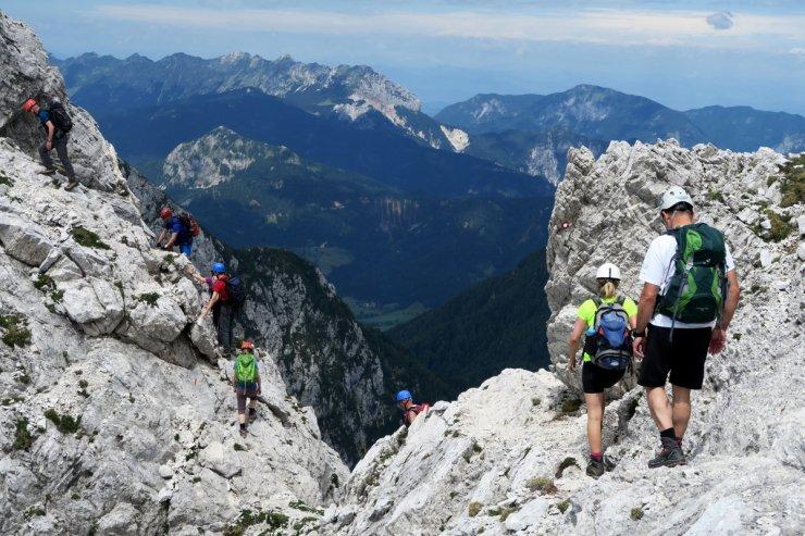Za varnost v gorah skrbijo številni gorski vodniki in gorski reševalci