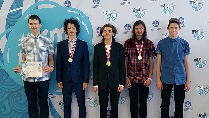Slovenski gimnazijci prejeli zlato, srebrno, bronasto medaljo in pohvalo na IPhO 2017
