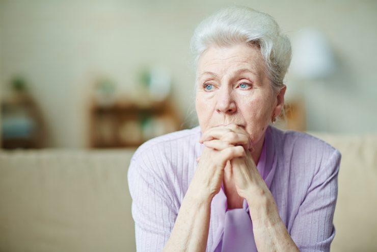 Osamljenost nevarnejša zdravju od debelosti