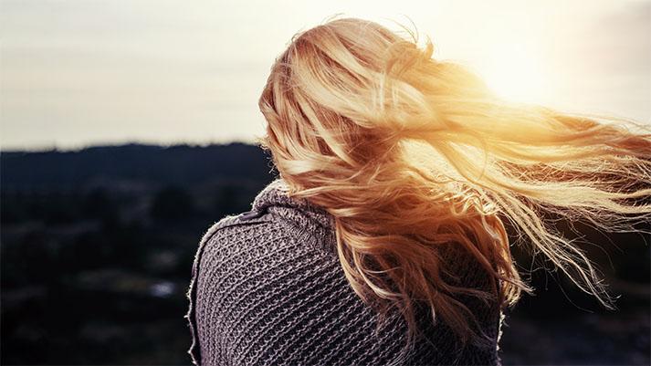 11 živil in naravnih sredstev za zdravo rast las