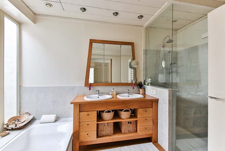 bathroom-2132342_web