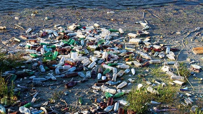 10 rek, ki povzročajo 95 % onesnaženja oceanov s plastiko