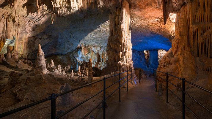 Včeraj Postojnsko jamo obiskal že 38-milijonti obiskovalec