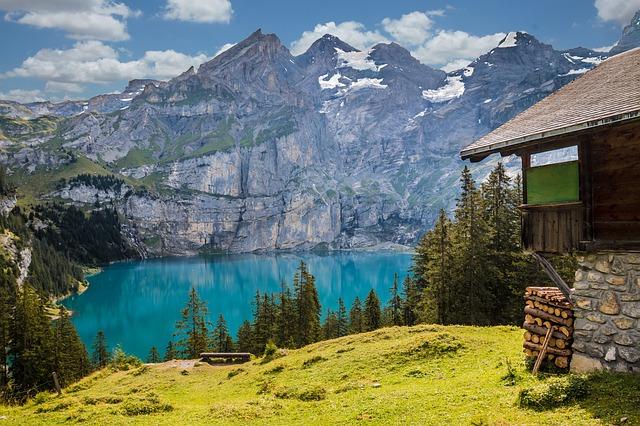 Švicarska vasica želi povečati število prebivalcev - z denarjem