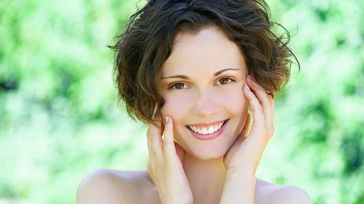 Naredimo sami: 5 receptov za obrazno vodico za vsak tip kože