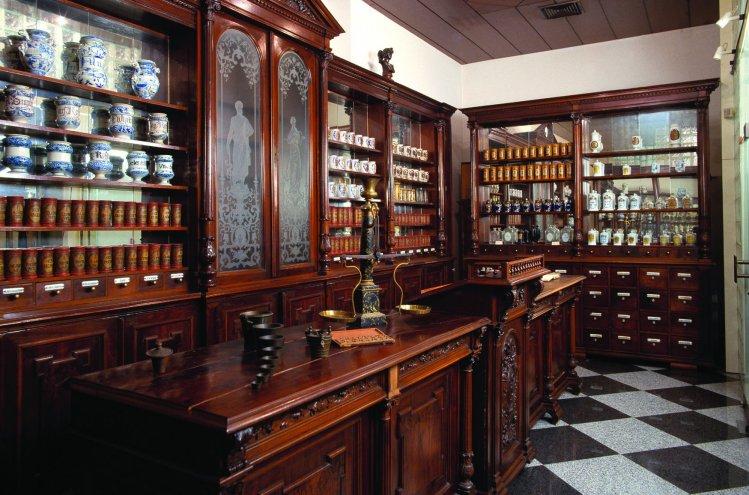 Lekarniški muzej s staro medicinsko opremo