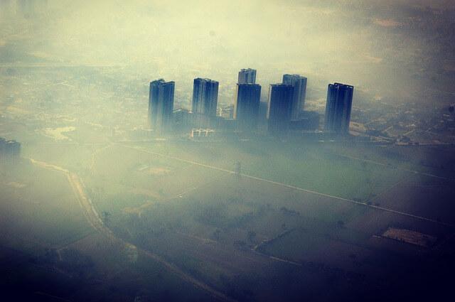 """Slovenci prenočili v New Delhiju: """"Onesnažen zrak smo takoj čutili v dihalih"""""""