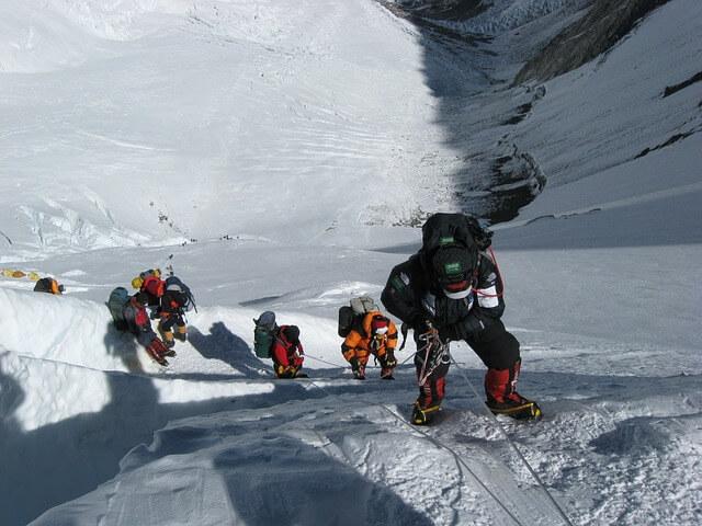 Na Mount Everest odslej prepoved za solo odprave