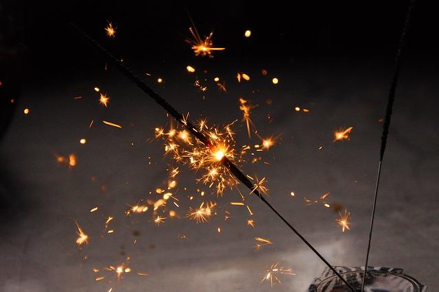 Novoletni ognjemeti: v nekaterih krajih veter počistil zrak
