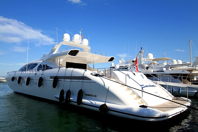yacht-2594158_640