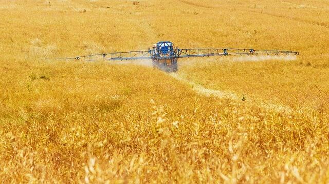 Vlada se zavzema za trajnostno rabo fitofarmacevtskih sredstev