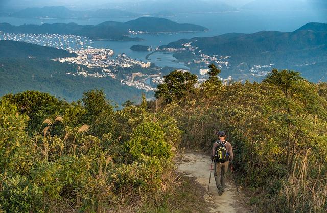 hiking-2055435_640