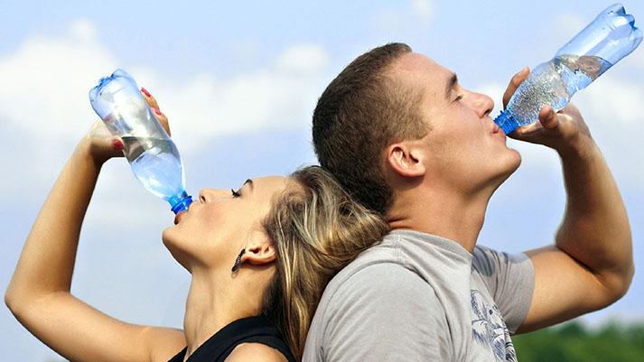 12 trikov kako spiti več vode