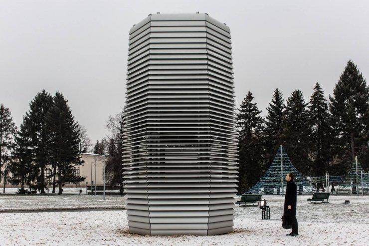 Stolp, ki na Poljskem 'sesa' smog
