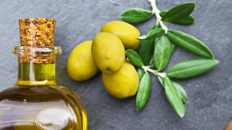 11 nenavadnih načinov uporabe olivnega olja, ki jih morate poznati