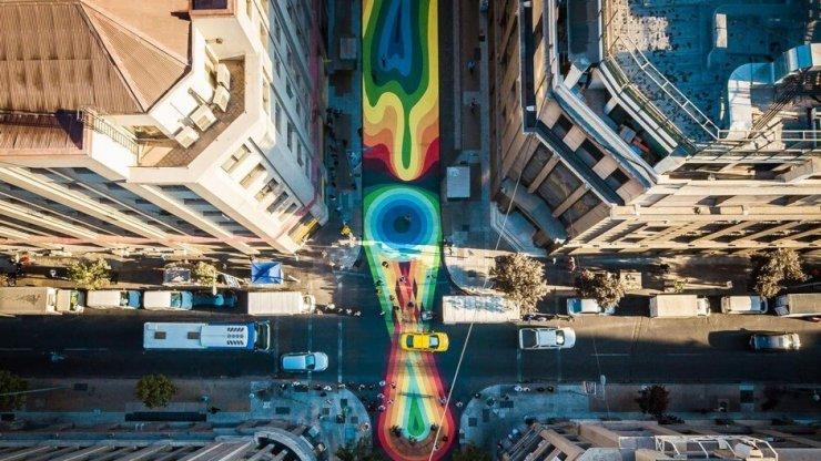 Kako so prometno obremenjeno ulico v Čilu spremenili v umetniško delo?