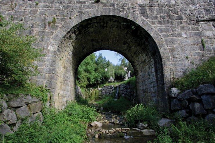 Kamenjski stoletni most Foto: Urh Černigoj)