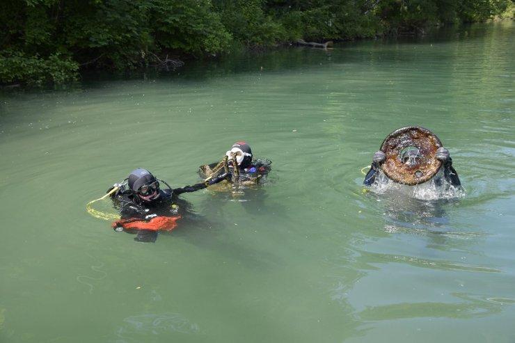 Potapljači očistili reko Savo 10 kilogramov smeti
