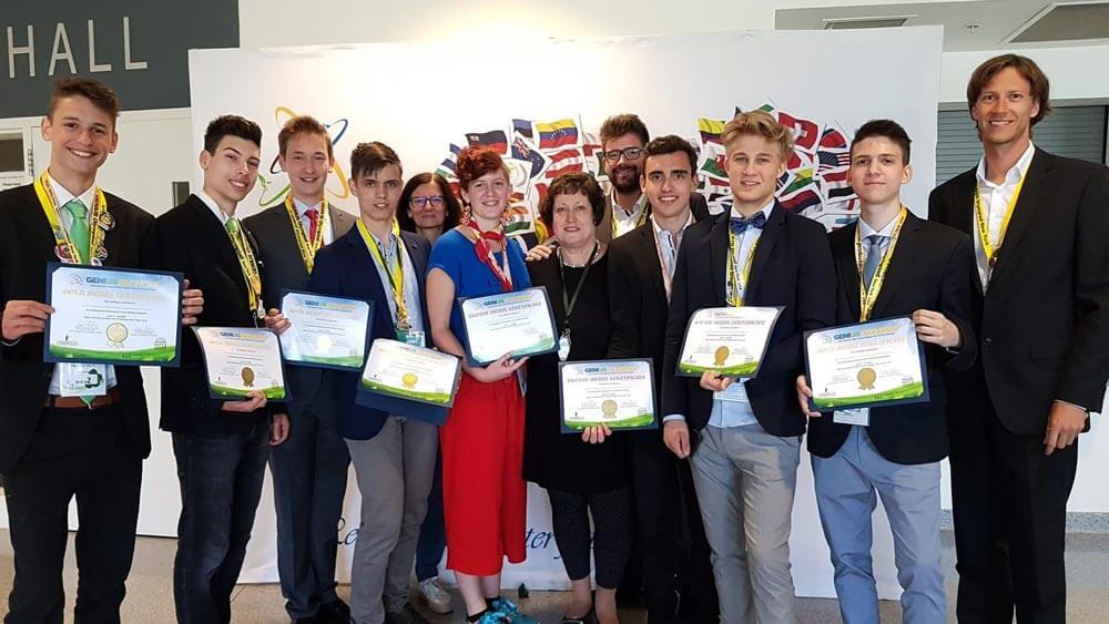 Slovenski dijaki z olimpijade v ZDA prinesli pet zlatih odličij