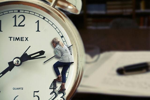 Ali vas moti prestavljanje ure? Zdaj imate priložnost povedati svoje mnenje