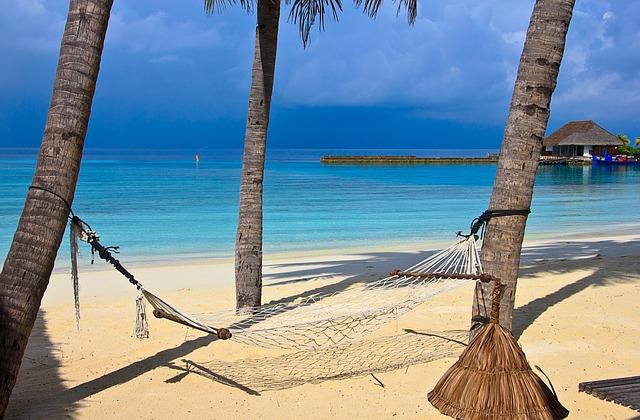 beach-1044369_640