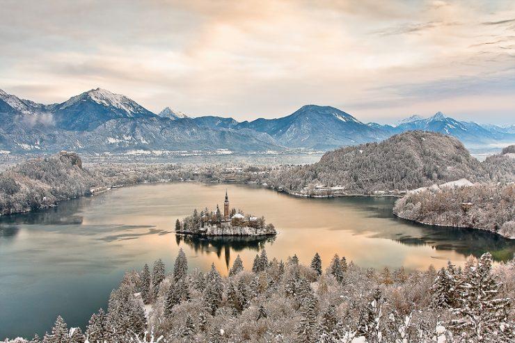 The Times: krpljanje v Sloveniji je 2. naj zimsko doživetje!