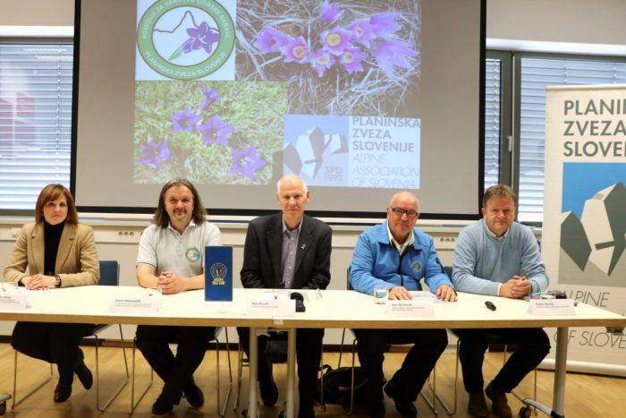 Belajeva, Klenovšek, Rovan, Borovnik in Zevnik na novinarski konferenci PZS o velikonočnici in Clusijevem svišču (foto Manca Čujež)