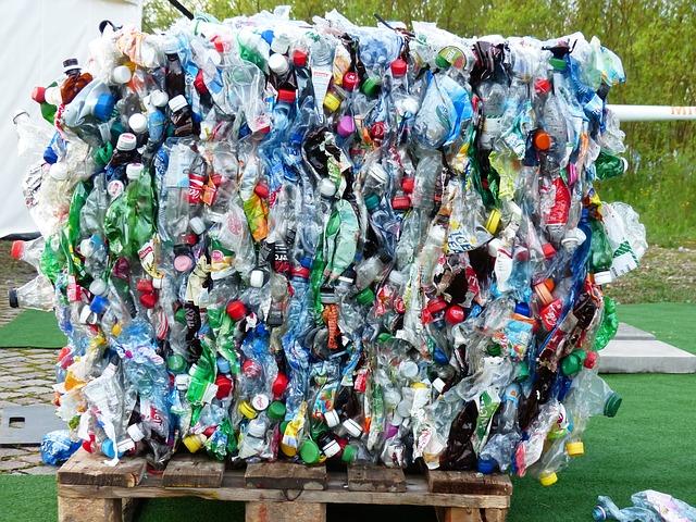 Stopnja recikliranja plastične embalaže se v EU stalno povečuje, raba recikliranih proizvodov še nizka