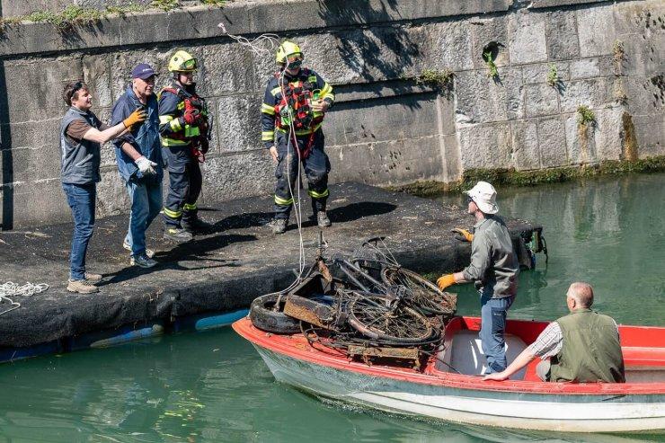 S potapljači očistili Ljubljanico za več kot tono odpadkov