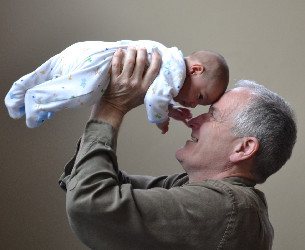Babice in dedki, ki pazijo na vnuke, živijo dlje